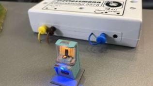 Firma Viessmann: Jukebox mit laufender Schallplatte mit Soundmodul