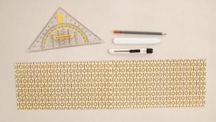 Den Tonpapierstreifen auf Wunschgröße zuschneiden. Es können auch zwei Papierstreifen aneinandergeklebt werden.