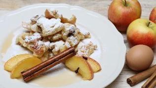 Kaiserschmarren mit Apfelspalten