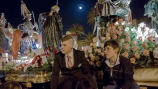 "Jugendliche bei Karfreitagsprozession ""I Misteri"" in Trapani (Sizilien)"