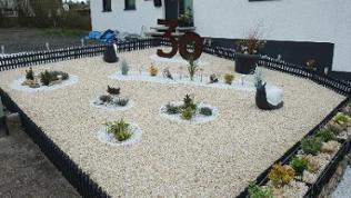 Kies, Kunstpflanzen, Riesenschnecke, Garten bei Winnweiler