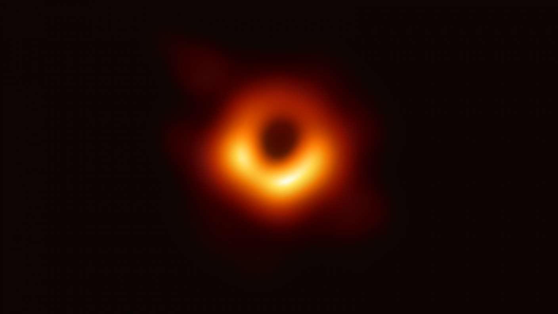 Sensation Das Erste Bild Von Einem Schwarzen Loch Swr Wissen Swrde