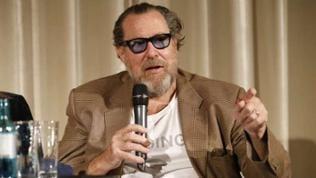 """Regisseur Julian Schnabel versucht in seinem Film ein neues Licht auf den Urdrang des Menschen, sich auszudrücken, zu werfen: """"Der van Gogh dieses Films entstand direkt aus meiner persönlichen Reaktio"""
