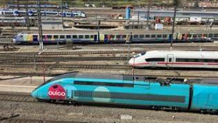 Zugbetrieb in den Gleisen vor dem Straßburger Hauptbahnhof.