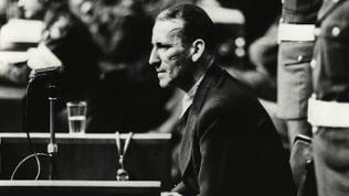 Ernst Kaltenbrunner im Zeugenstand beim Nürnberger Kriegsverbrecherprozess 1945/1946 (Foto undatiert)