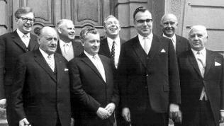 Am 19.5.1969 stellt Helmut Kohl, der neue Ministerpräsident von Rheinland-Pfalz, in Mainz sein neues Kabinett vor