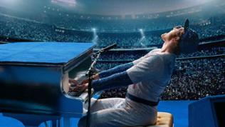 "Taron Egerton spielt Popsänger Elton John in ""Rocketman""."