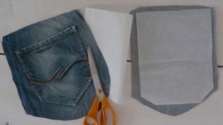 Gesäßtaschen mit 1,5 cm Abstand zur Naht sauber ausschneiden und die Vlieseinlage abziehen.