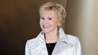 Peggy March in weißem Sacko