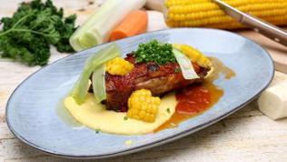 Rippchen mit Maispüree und Barbecue-Soße
