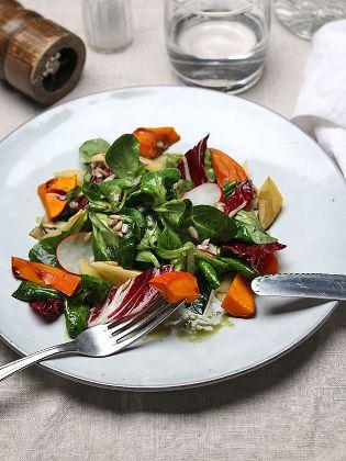 Lauwarmer Herbstsalat mit Kürbis, Feldsalat und Quitte