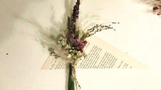 Mini-Bouquet einwickeln