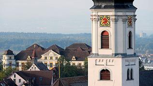 Blick von der erstmals im Jahre 1246 erwähnten St. Gallus Kirche auf das Neue Dchloss von Tettnang