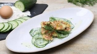 Herzhafter Schmarren mit Gurkensalat