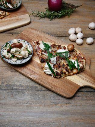 Brotfladen mit Champignons und Ziegenkäse