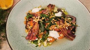 Resteessen von Sören Anders: Carpaccio vom kalten Braten mit fruchtiger Gemüse-Vinaigrette und gepufftem Reis