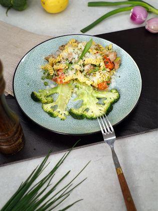 Frühlingspasta mit Thüringer Bratwurst und gebratenem Brokkoli