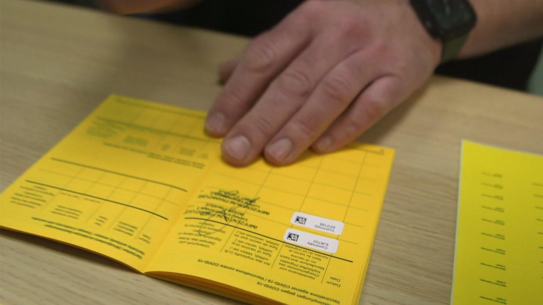 Gefalschte Deutsche Impfpasse Corona Impfung Nur Auf Dem Papier Startseite Report Mainz Swr De