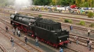 Lok 01 533 im Bahnhofs Vorfeld