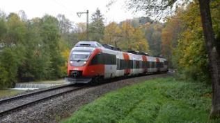 Moderner elektro Triebzug der ÖBB im Berchtesgadener Land