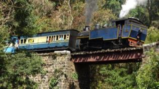 Toy train nennen die Inder die Nilgiri Mountain Railway