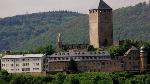 d9915f9527f62 Seitenansicht Burg Lichtenberg im Grünen · Ausflugsziele in Rheinland-Pfalz