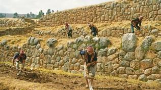 Ketchua-Indianer bei der Feldarbeit