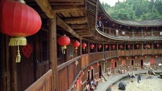 Blick ins Innere eines Tulou Rundhauses
