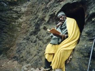 Lesender Mönch: Beta Maryam Kirche
