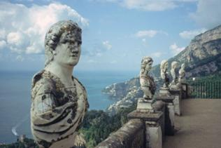 Statuen auf der Terrazza dell'Infinito