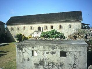 Innenhof mit Verwaltungs- und Lagergebäuden