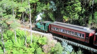In der Schlucht des King River: die tasmanische West Coast Wilderness Railway