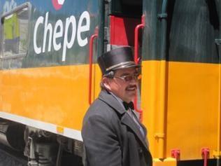El Chepe mit Zugbegleiter