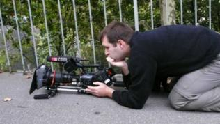 Kameramann Marcus Zaiser sucht das passende Bild