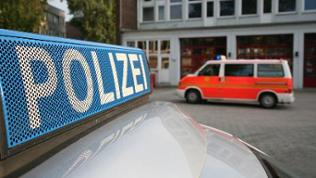 Polizeiauto und Krankenwagen