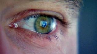 Auge mit Facebook-F