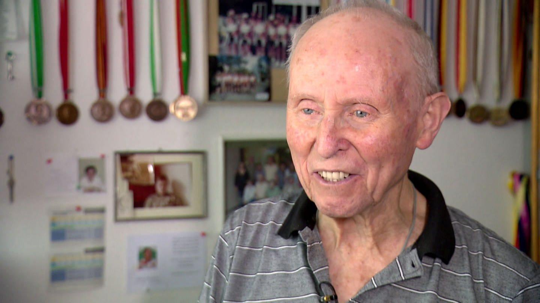 Kurt hat Parkinson - die Krankheitz inspiriert ihn zu Erfindungen (Foto: SWR)