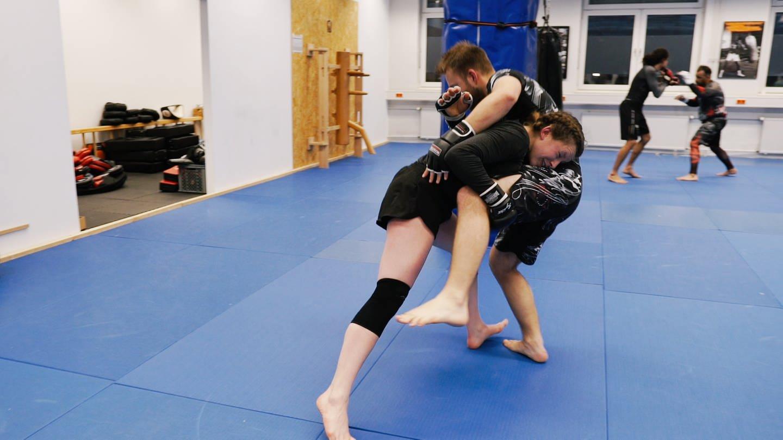MMA Kämpferin (Foto: SWR)