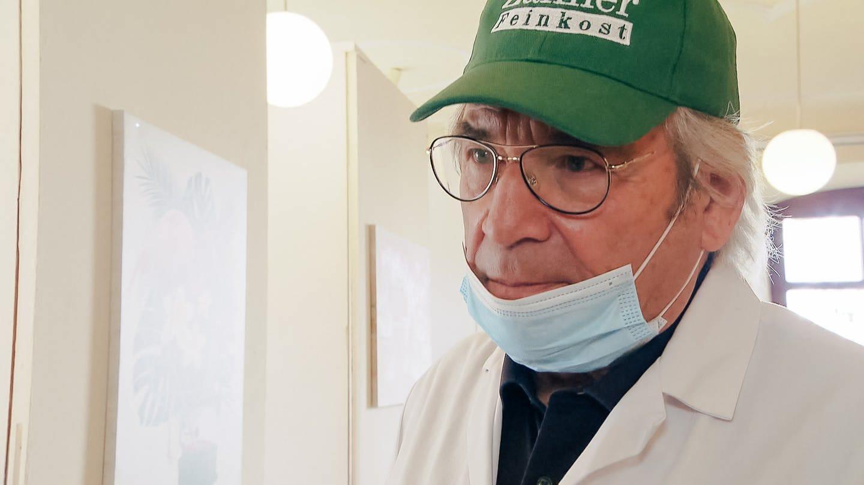 Mann mit Mundschutz (Foto: SWR)