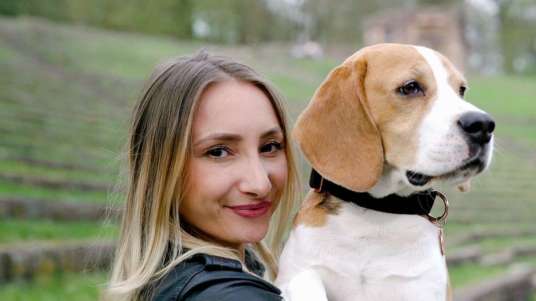 Beagle Rocky mit Alina (Foto: SWR)