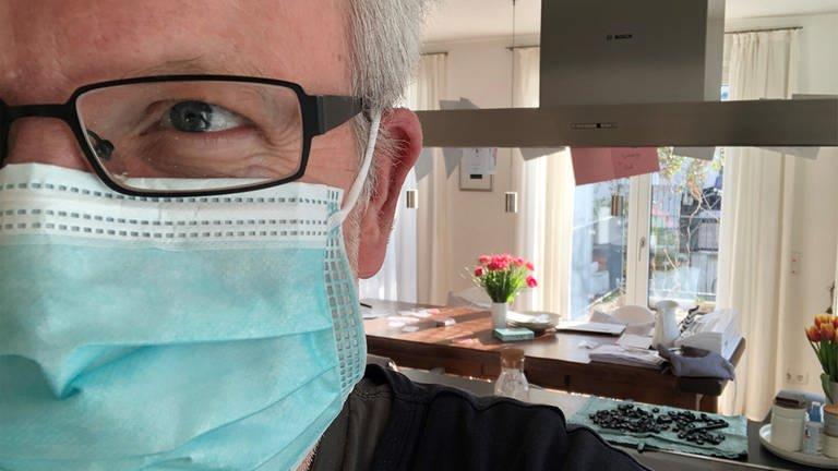 Heiko Wirtz mit Mundschutz (Foto: SWR)