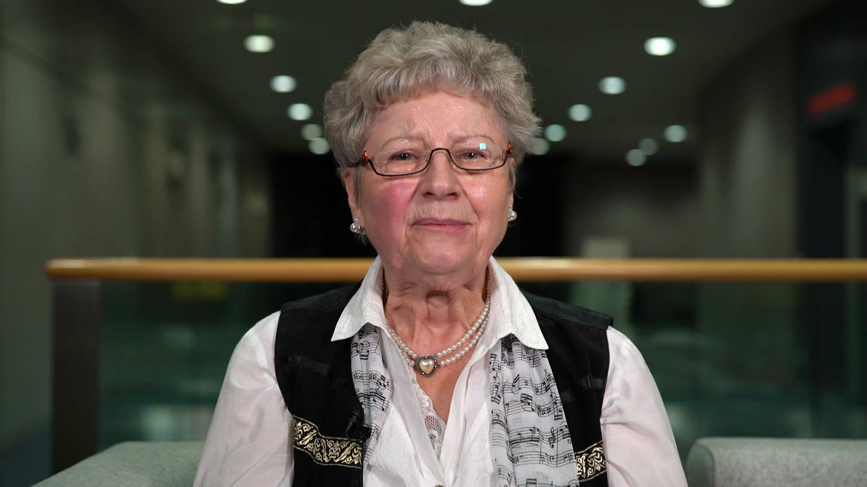 Erika Stephan erklärt den Hunsrücker Mundartbegriff