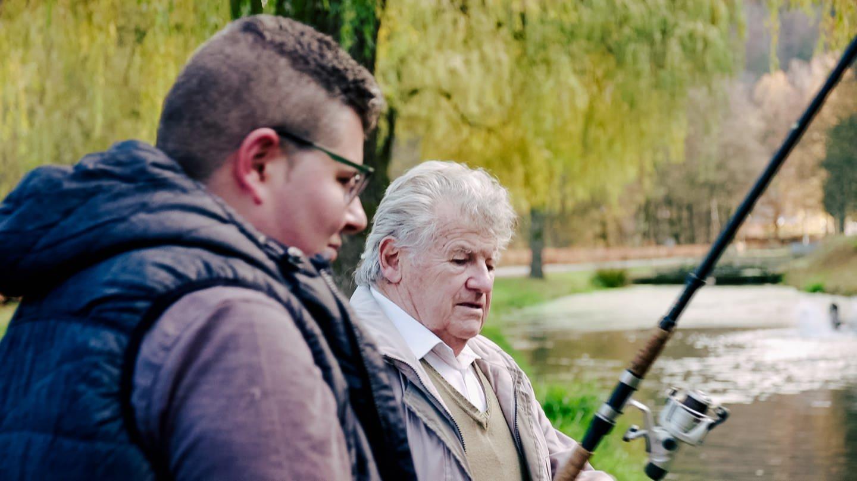 Karl und sein Enkel Sven beim Angeln (Foto: SWR)