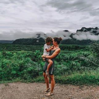 Nathalie mit ihrem Kind auf Sansibar (Foto: instagram.com/be.frei )