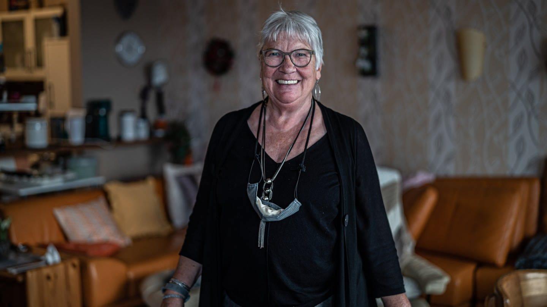 Seniorin in ihrer Wohnung (Foto: SWR)