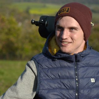 Junger Mann im Rollstuhl (Foto: SWR)
