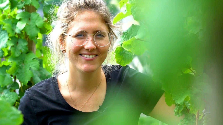 Nach dem tödlichen Unfall von Kilians Vater mussten Angelina und ihr Mann das Weingut schnell übernehmen. Heute bewirtschaften sie unter anderem den steilsten Weinberg Europas. (Foto: SWR)