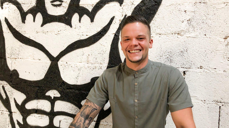 Simon Batta hat sein Leben geändert und hilft jetzt anderen Jugendlichen (Foto: SWR)
