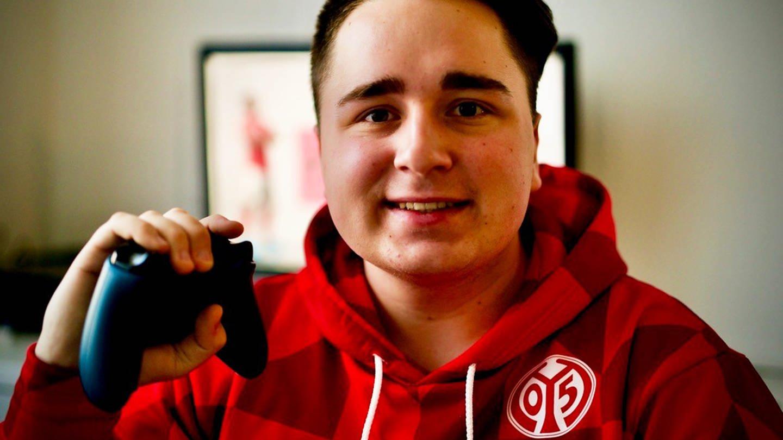 Dominic ist eSportler (Foto: SWR)