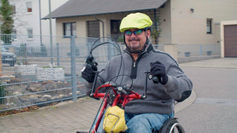 Mann auf Handbike (Foto: SWR)